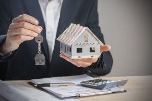 Кто делает оценку квартиры при продаже