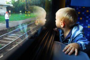Со скольки лет ребенка можно отправить одного на поезде